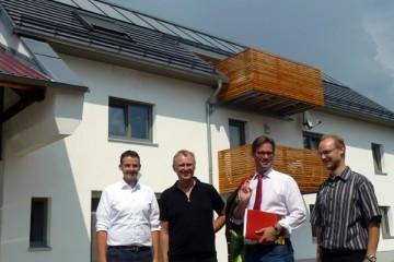 Personen auf dem Bild von links nach rechts: SPD Kreisvorsitzender Martin Kreutz, Georg Dasch, Staatsminister Florian Pronold, Berhard Wörtz