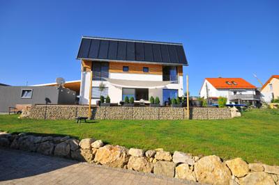 energiewende in regensburg 200 euro heizkosten pro jahr ein tank voll sonnenw rme deckt 70. Black Bedroom Furniture Sets. Home Design Ideas